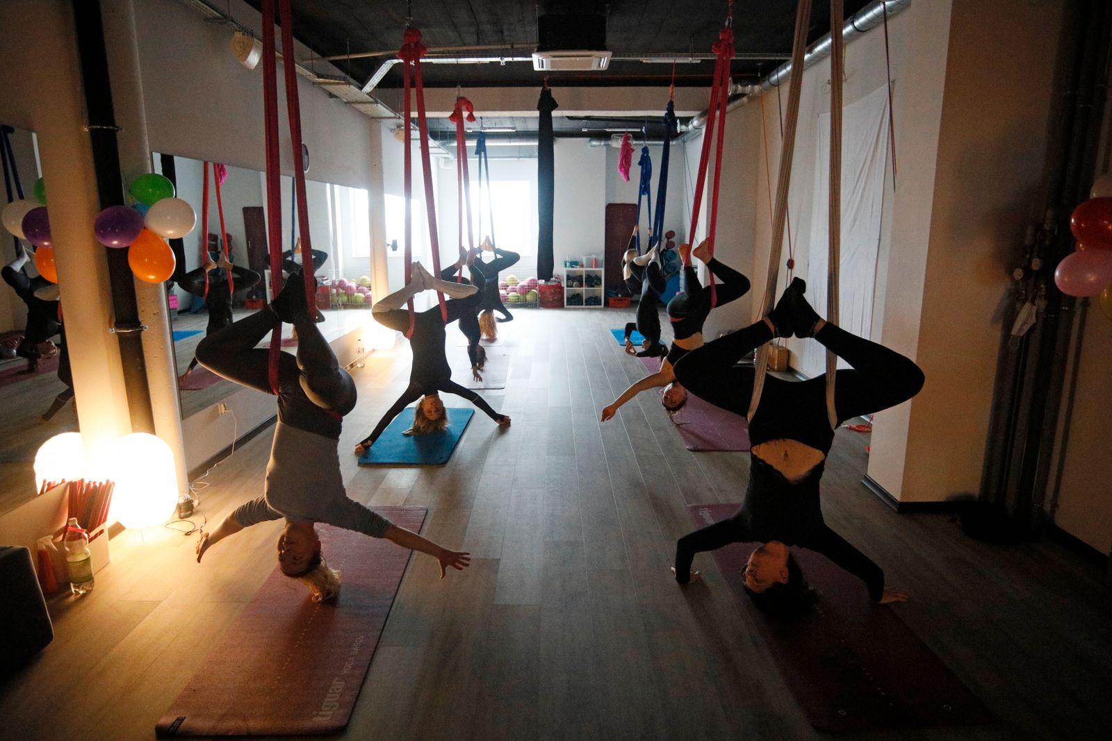 Salon fitness ?Fitness for Ladies? otwarty pomimo narodowego lockdownu podczas pandemii koronawirusa