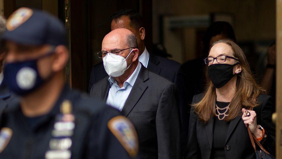 Allen Weisselberg beim Verlassen des Gerichts in New York