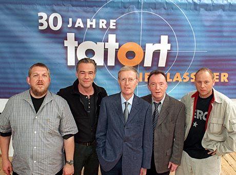 """Tatort-Erfinder Gunther Witte inmitten seiner """"Schöpfungen"""" Schenk, Ballauf, Ehrlicher und Kain"""