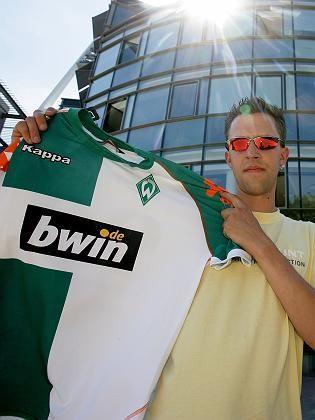 Werder-Bremen-Fan mit Betandwin-Trikot: Sportwetten sollen neu geregelt werden