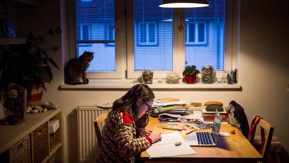 Unterricht zu Hause (Symbolbild): Nicht jedes Kind bekommt von seinen Eltern Unterstützung