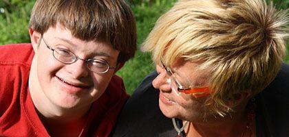 """Philipp Koch (l.) und Mutter Anke: """"Philipp wird diskriminiert"""""""