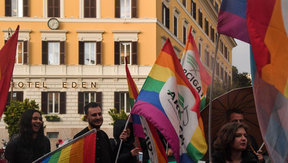 Aktivisten demonstrieren gegen das Gesetz