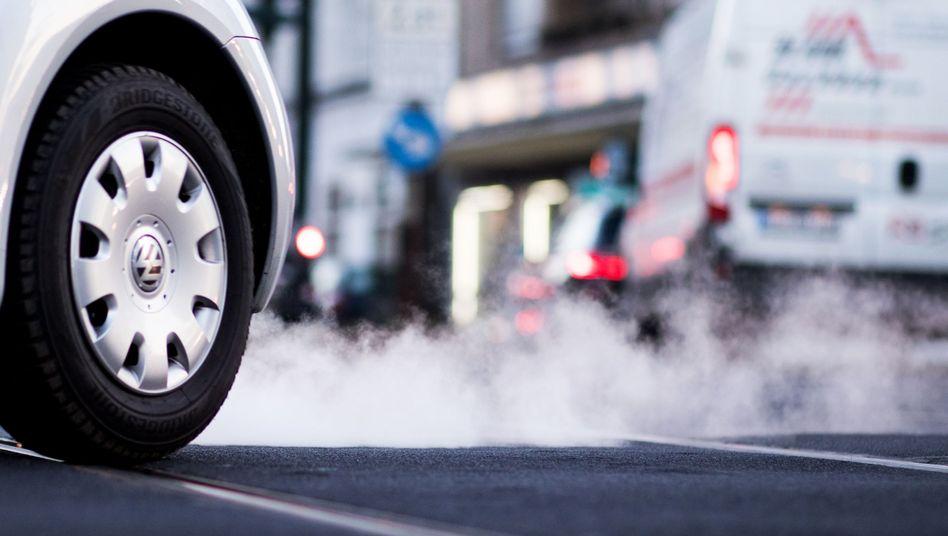 Autoabgase eines VW