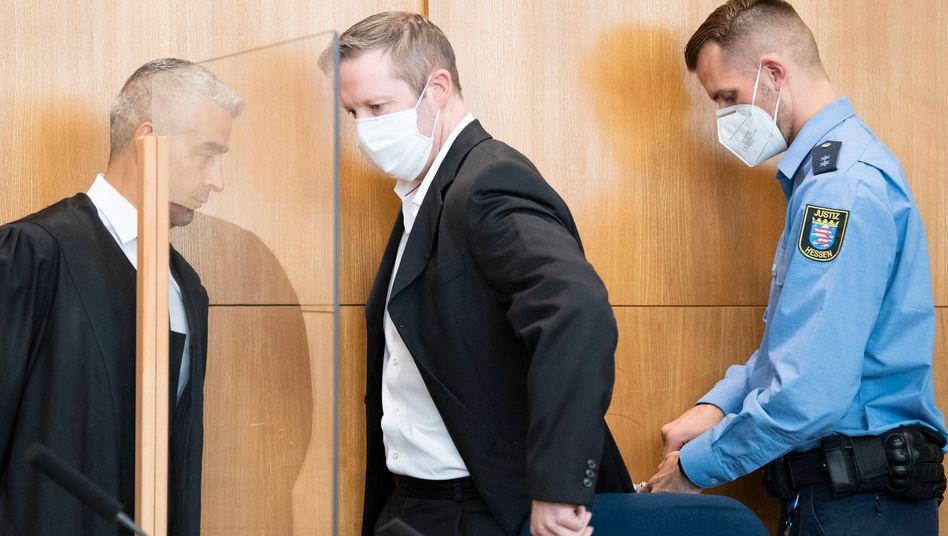 """Stephan Ernst mit Verteidiger Mustafa Kaplan: """"Euch müsste man den Hals aufschneiden!"""""""