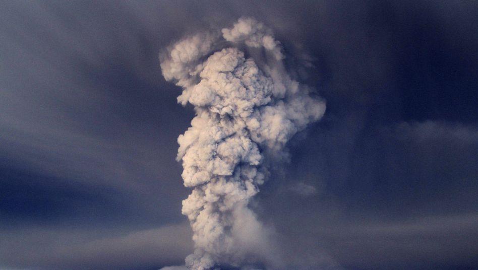 """Rauchwolken über dem Grimsvötn: """"Asche des Grimsvötn ist gröber"""""""