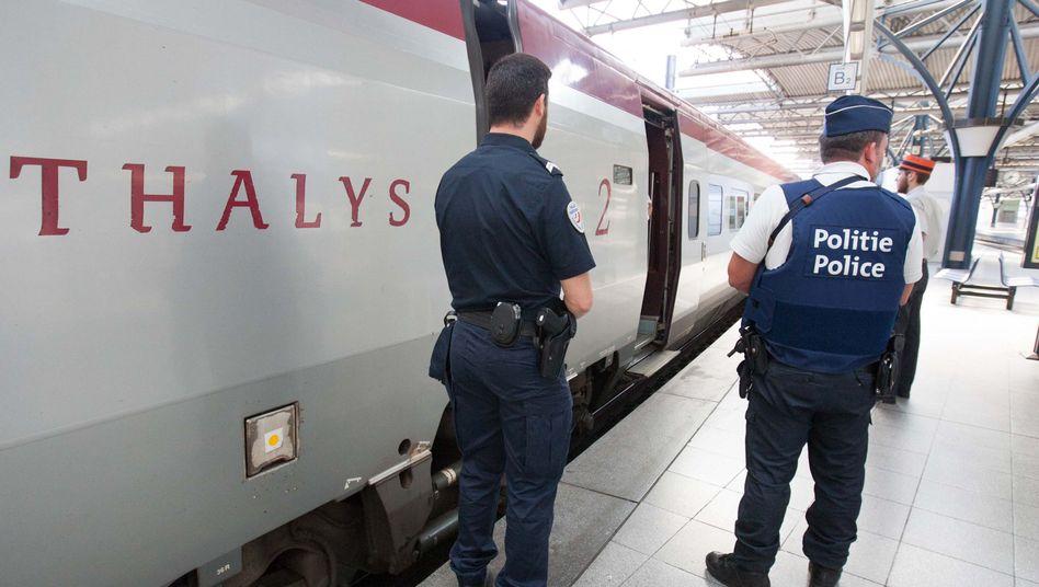 Polizisten am Thalys in Brüssel: Die Sicherheitsvorkehrungen wurden erhöht