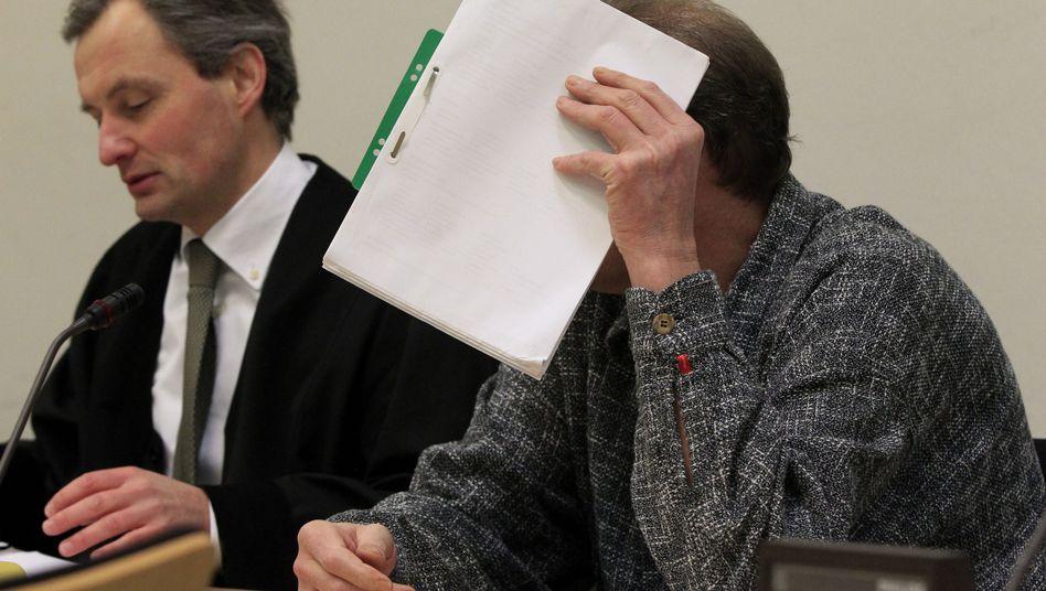 """Verteidiger Huschbeck, Angeklagter B.: """"Es tut mir Leid"""""""