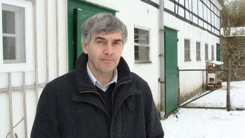 """Werner M. vor seinem Haus: """"Es geht mir nicht ums Geld"""""""