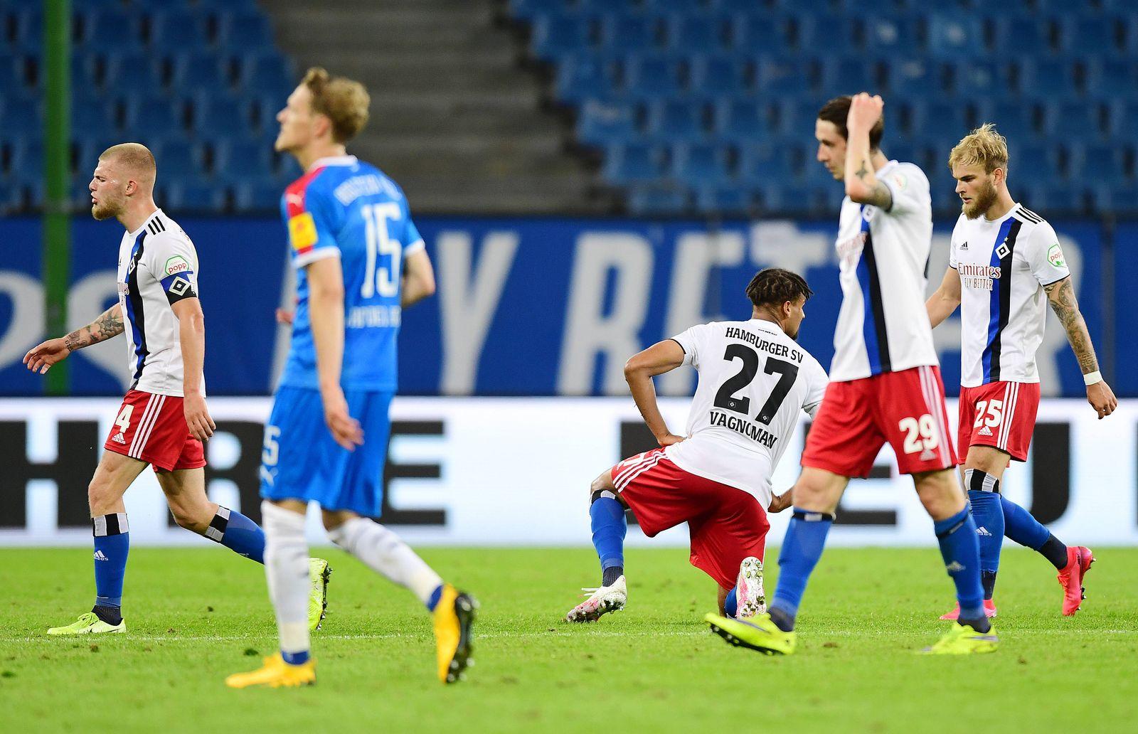 Hamburger SV - Holstein Kiel Fußball, 2. Bundesliga 2019/20, Hamburger SV - Holstein Kiel: v.l. Rick van Drongelen, Jos