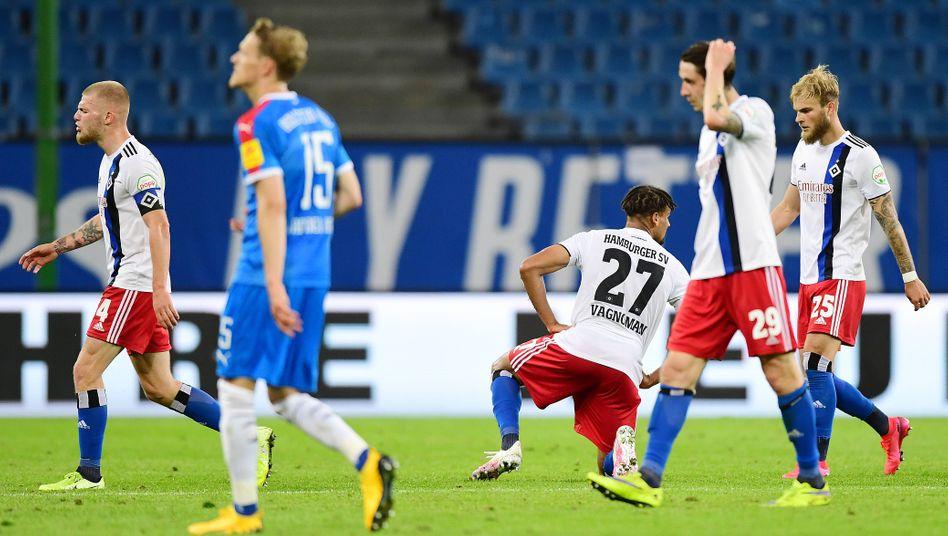 HSV-Spieler nach dem Kieler Ausgleich in der Nachspielzeit: gefühlte Niederlage