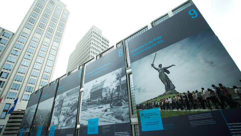 """Freiluftausstellung """"Vernichtungskrieg gegen die Sowjetunion 1941-1945"""" auf dem Potsdamer Platz in Berlin"""
