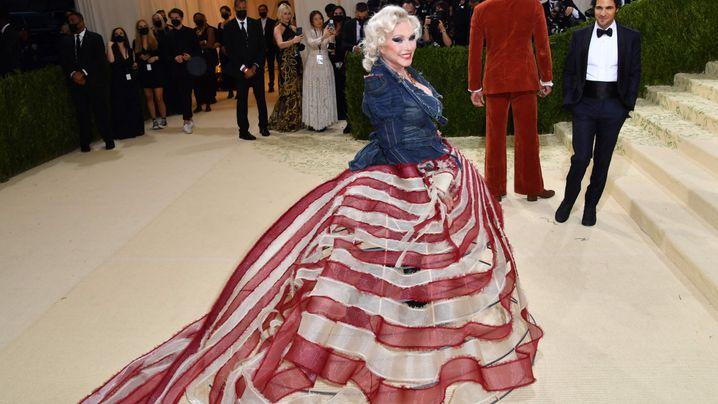 Mit diesen ausgefallenen Looks feierten die Stars bei der Met Gala