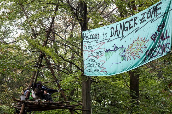 Protestplakat im Hambacher Forst