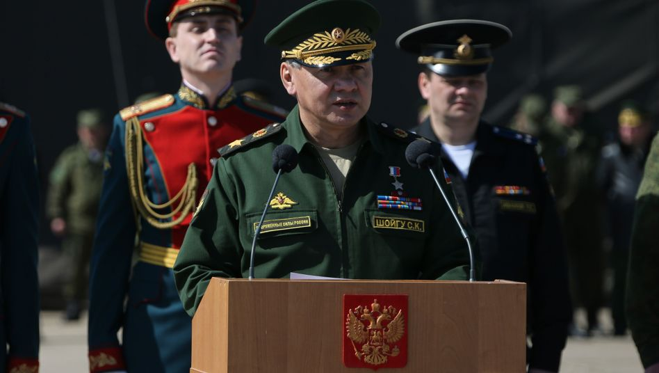 """Verteidigungsminister Schoigu (im März): """"Volle Gefechtsbereitschaft"""""""