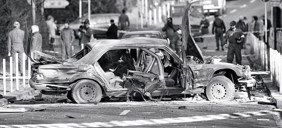 Gesprengte Limousine von Alfred Herrhausen 1989: Eine Woche nach dem Anschlag abgetaucht