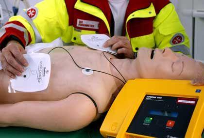 Laien-Defibrillator: Solch ein Gerät gibt es auf Flughäfen - und nun auch für Zuhause