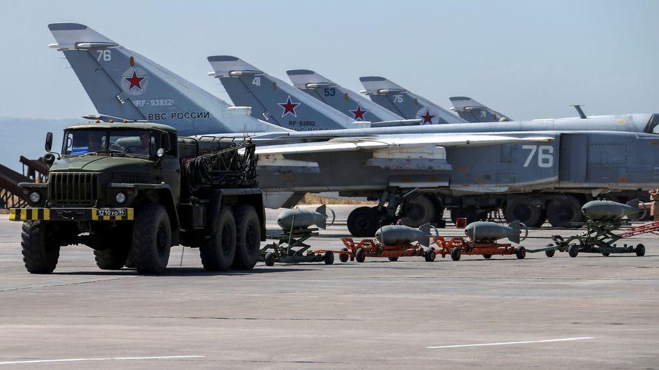 Russische Militärjets auf der Hmeymim-Luftwaffenbasis in Syrien