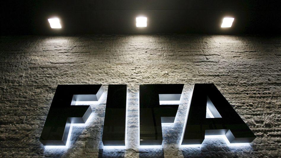 Fifa-Logo am Hauptquartier in Zürich: Strafen im Skandal um bin Hammam