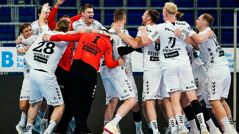 Die Kieler feiern ihre Meisterschaft auf dem Mannheimer Parkett