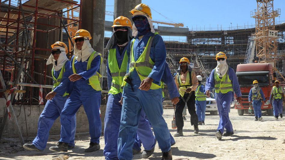 Ausländische Arbeiter auf einer Baustelle in Doha (Archivbild)