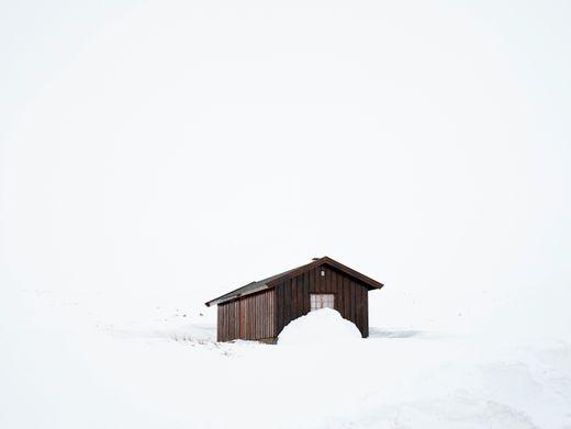 Hütte im Schnee: Verletzung beim Schlittenfahren oder doch eine Infektion?