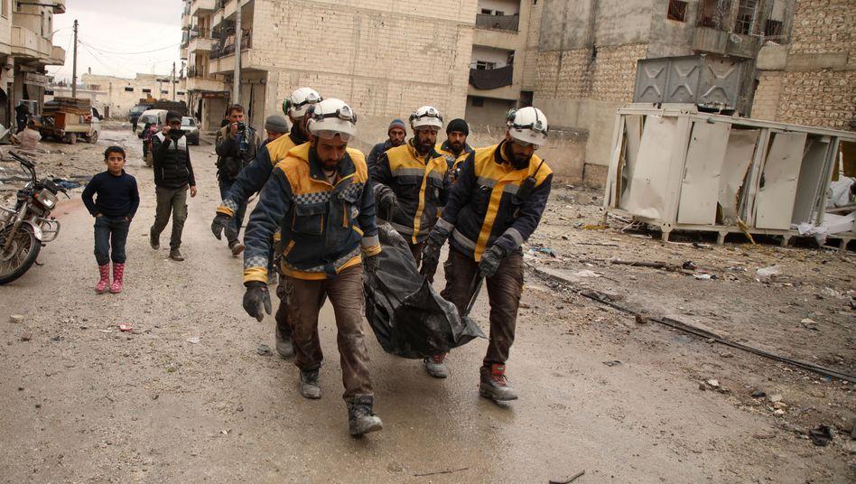 Zivilschützer der Hilfsorganisation Weißhelme in der syrischen Provinz Idlib, Januar 2020