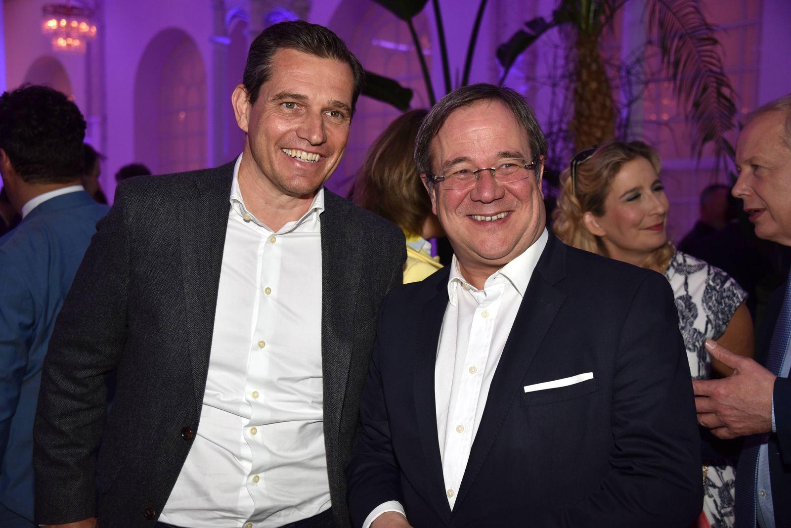 Michael Mronz und Armin Laschet, Ministerpräsident NRW , l-r, posiert am 26.04.2018 in Köln beim Treffen der Fernsehbra