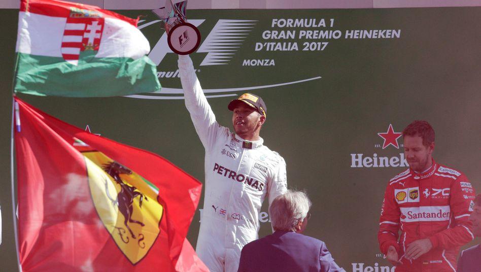 Lewis Hamilton jubelt