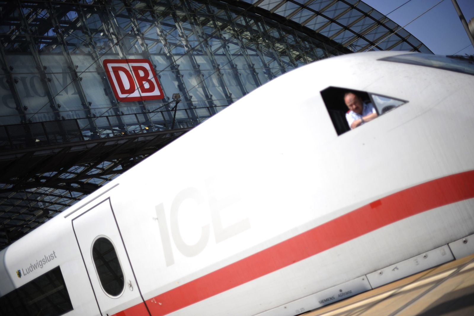 GERMANY-WEATHER-RAIL-DEUTSCHE BAHN