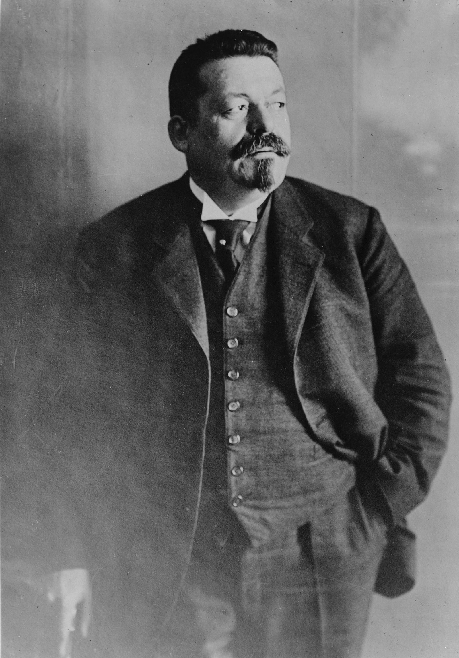 Friedrich Ebert (1871 1925) German politician (SPD). Served as Chancellor of Germany and its first President during the