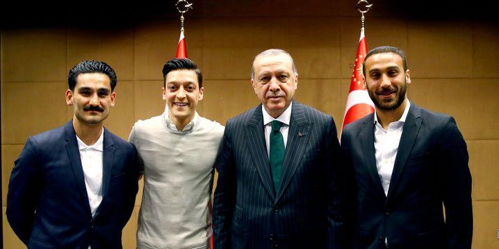 Ilkay Gündogan, Mesut Özil, Recep Tayyip Erdogan und Cenk Tosun (v.l.n.r.) in London