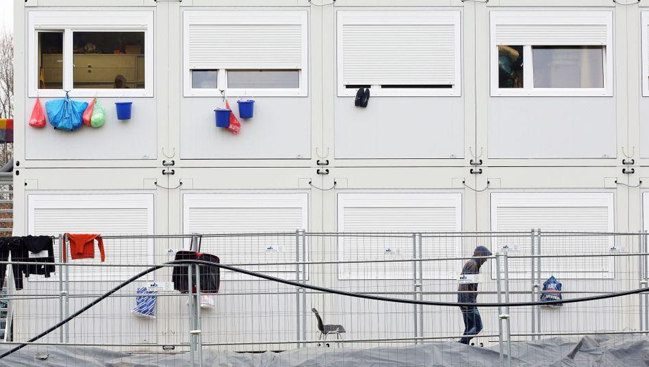 Erstaufnahmeeinrichtung an der Schnackenburgallee: Neue Zeltstadt unerwünscht