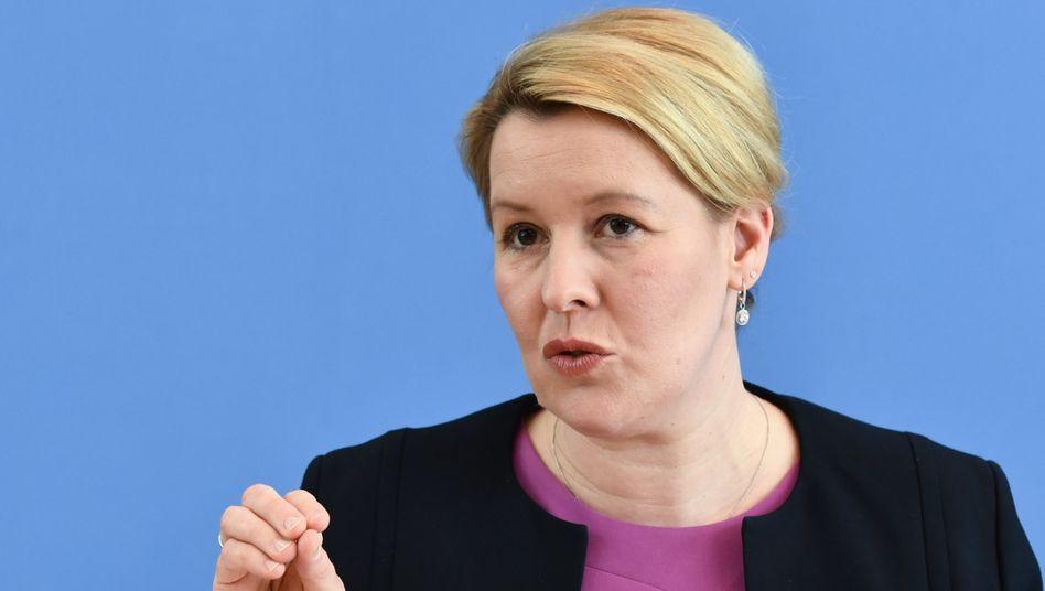 """Familienministerin Giffey: """"Wir sehen einen Rückfall in alte Rollenbilder"""""""
