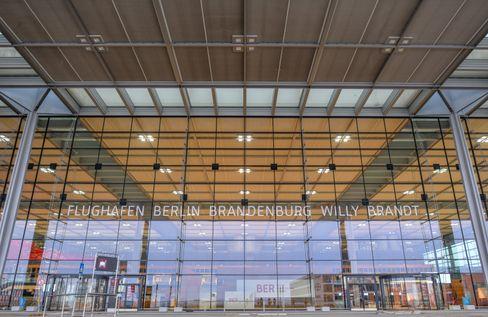 Der Eingang des schönen neuen Berliner Flughafens