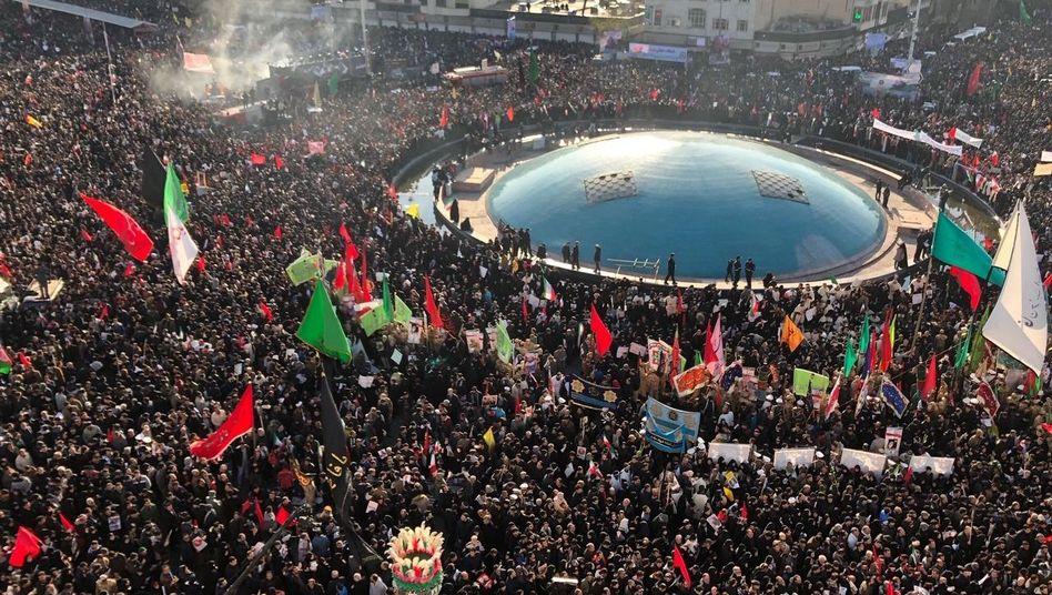 Trauerzug für Soleimani in Teheran