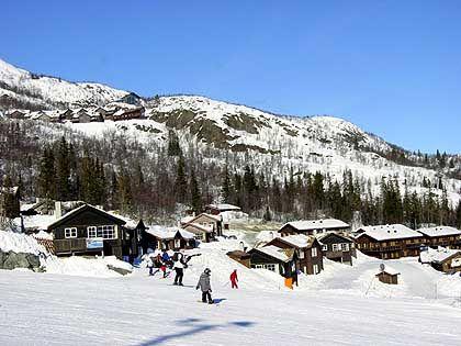 Ferienanlage Veslestolen, Hotel und Feriendorf Skarsnuten (oben): Direkt vorm Ferienhaus beginnt das Wedelvergnügen