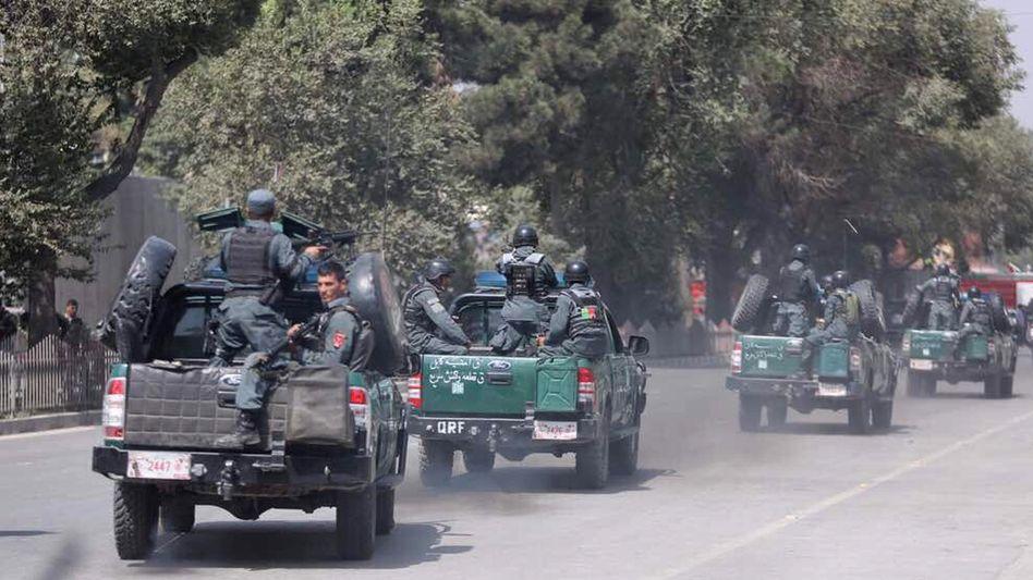 Afghanische Sicherheitskräfte kommen am Tatort an