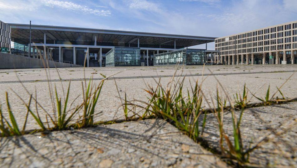 Terminal des Hauptstadtflughafens: Zweifel am Terminplan nicht verflogen