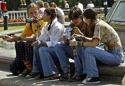 Straßenparty in Moskau: Pro Kopf trinken Russen 15 Liter reinen Alkohol im Jahr