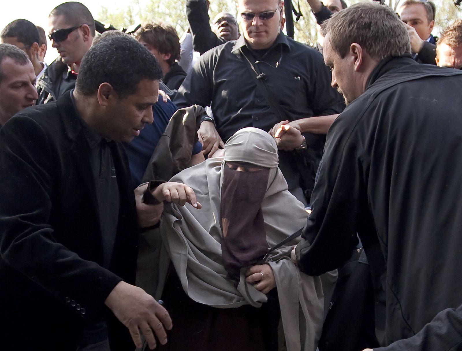 Burka und Nikab Protest in Frankreich