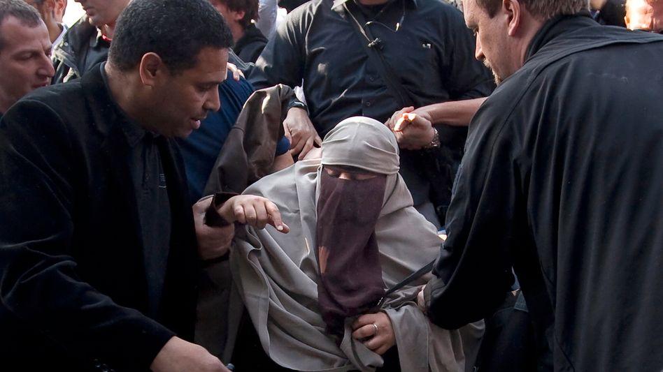 Protest gegen Burka-Verbot (Archivbild): Zur Geldstrafe verurteilt