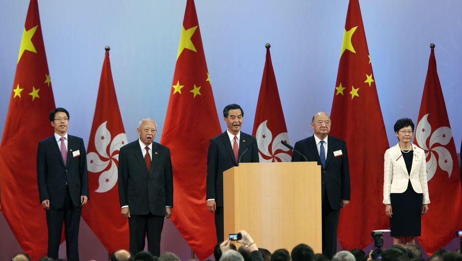 Zeremonie zum Nationalfeiertag: Ein Gläschen Sekt für die Ehrengäste in Hongkong