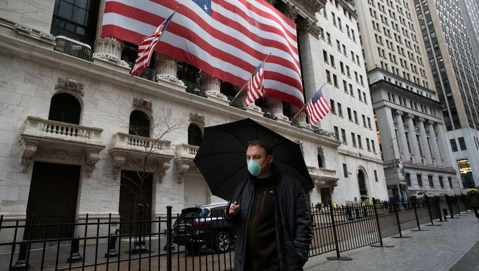 Börsenplatz an der Wall Street in New York - der am stärksten vom Coronavirus getroffenen US-Metropole