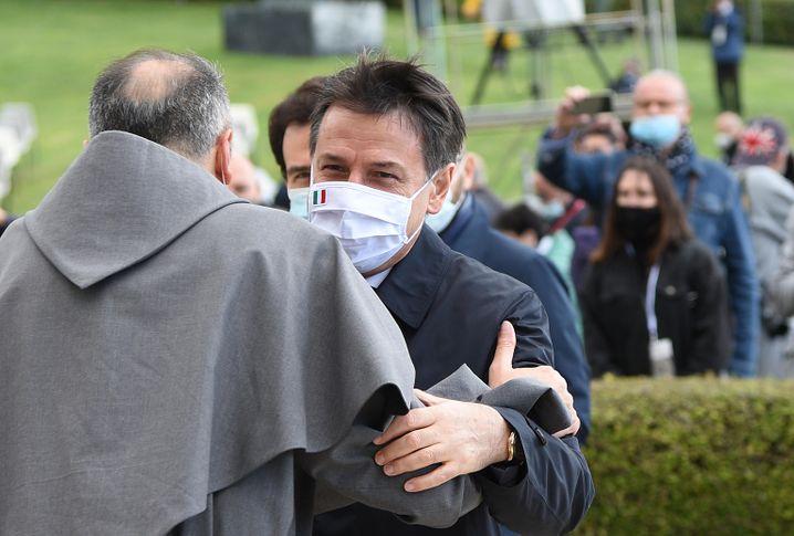 """Giuseppe Conte bei seiner Ankunft in Assisi: """"außerordentlich modern"""""""