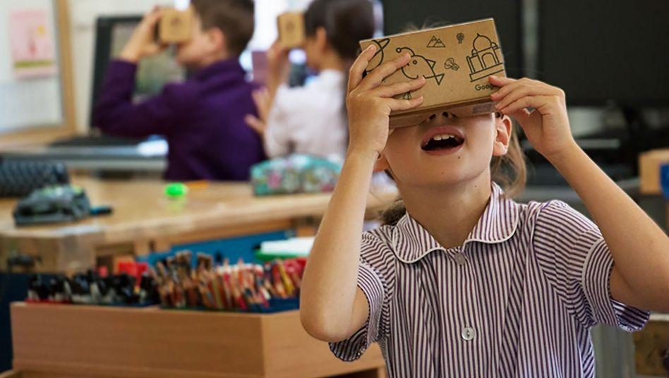 Google bietet für Schulen virtuelle Klassenreisen an - per VR-Pappbrille