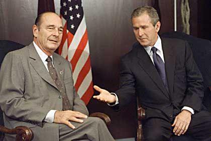 Chirac (l.) und Bush: Dissens über Irak-Politik