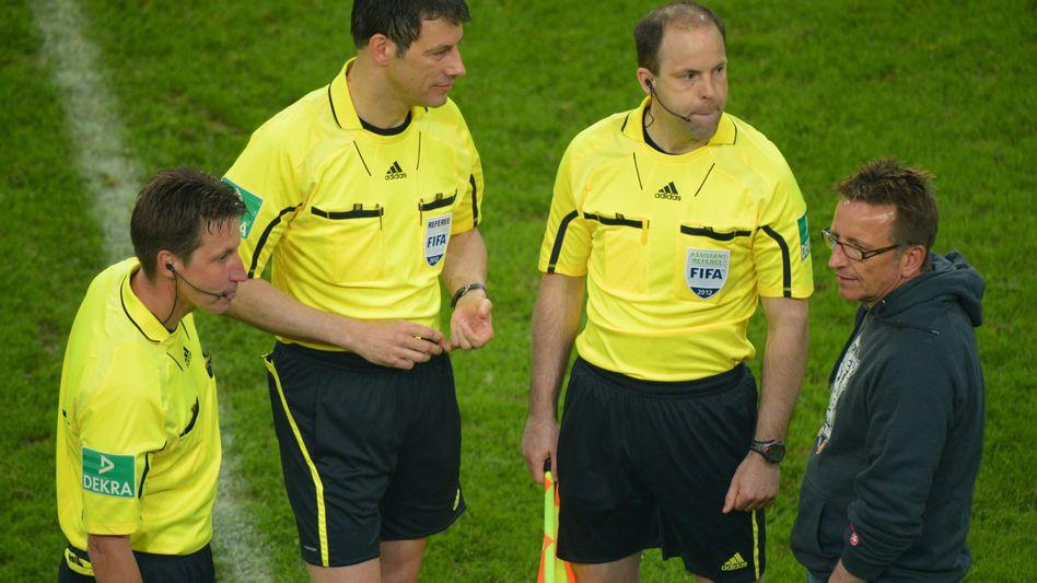 Schiedsrichter Stark (Mitte): Anzeige wegen Körperverletzung