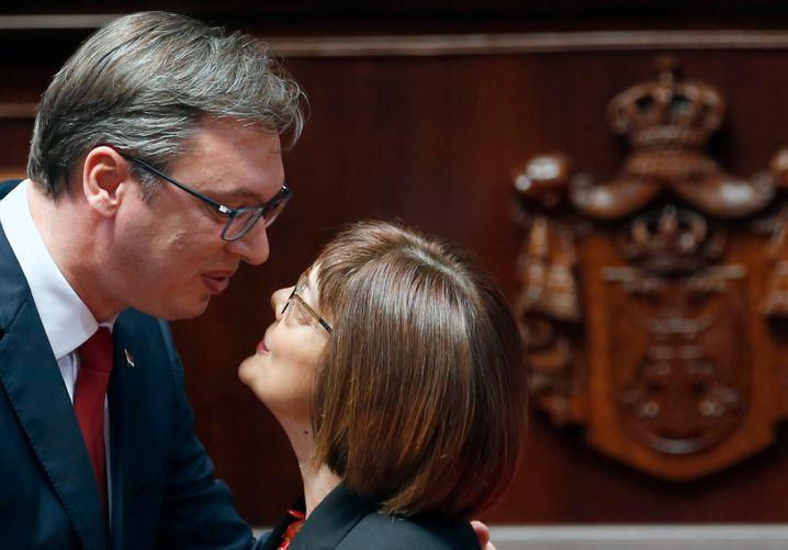Kuss unter serbischen Politikern (im Mai 2017): Präsident Aleksandar Vucic mit Parlamentspräsidentin Maja Gojkovic