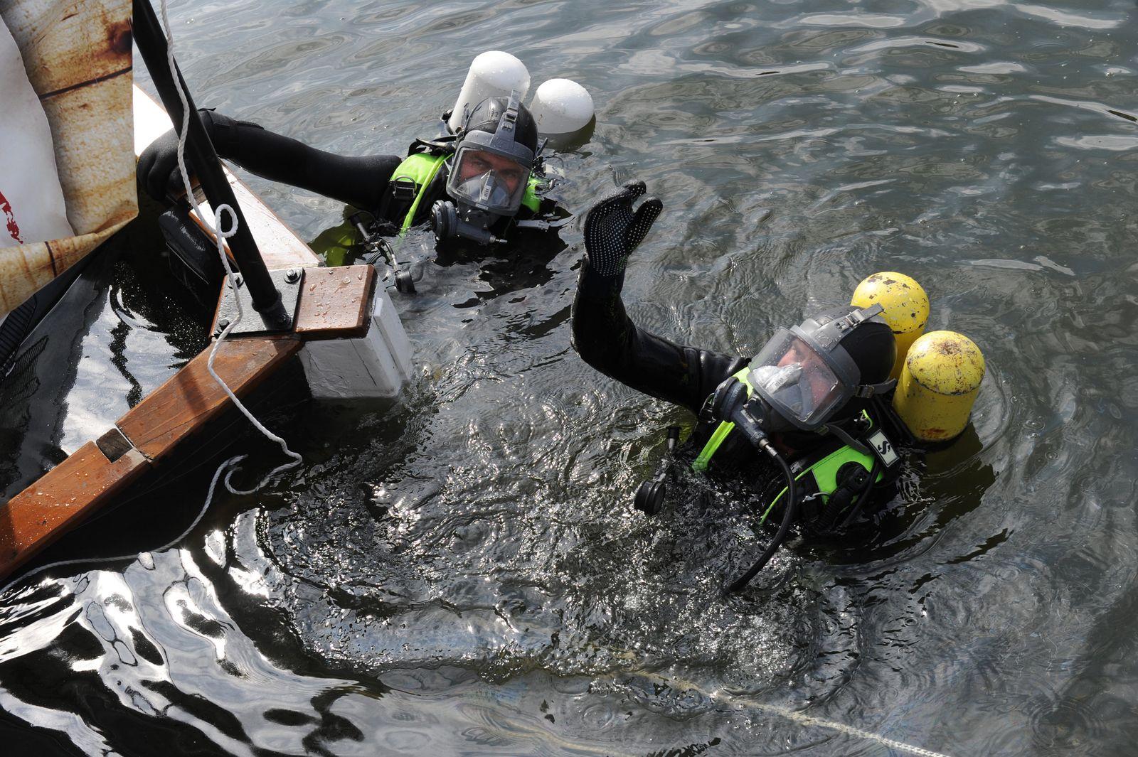 EINMALIGE VERWENDUNG KaSP Arbeiten unter Wasser - Taucher brauchen handwerkliches Geschick
